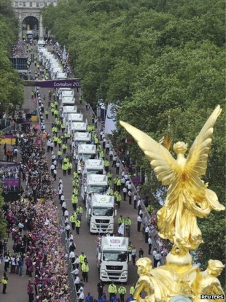 The floats driving up The Mall to Buckingham Palace, where they transferred to the QVM.