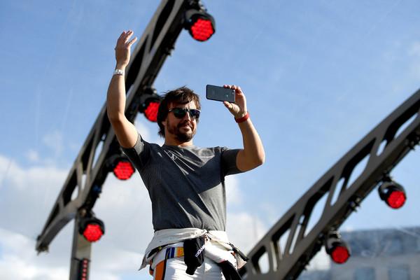 F1+Live+London+Takes+Over+Trafalgar+Square+JIqosA7tv47l