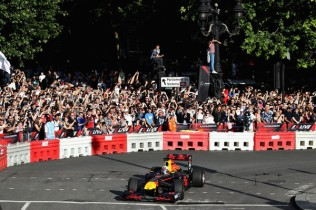 F1+Live+London+Takes+Over+Trafalgar+Square+ZPHdQLQ6nmBl